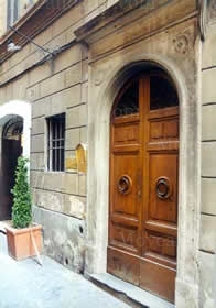 Front Door 2-Bedroom Apartment 0 Sq.m. Rome Apartments Via Vittoria (VIT)