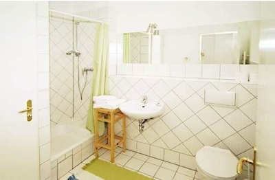 Gluck - Bathroom Studio Apartment 34 Sq.m. Apartments at Schoenhauser Allee 5