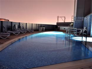 Swimming Pool 2-Bedroom Apartment 0 Sq.m. Clover Creek Hotel Apartment Dubai