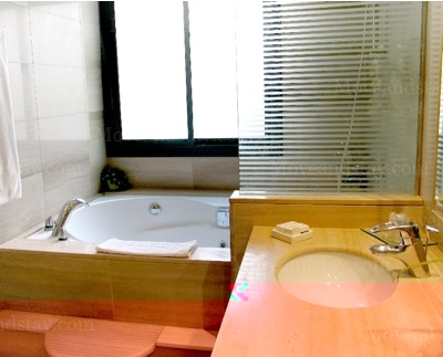 Bathroom 3-Bedroom Apartment 140 Sq.m. Hispanos 7 Suiza Apartments