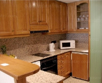 Kitchen 3-Bedroom Apartment 140 Sq.m. Hispanos 7 Suiza Apartments