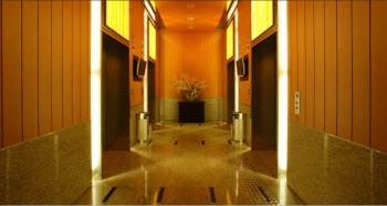 Elevator Hallway 2-Bedroom Apartment 72 Sq.m. Fraser Place Central Seoul