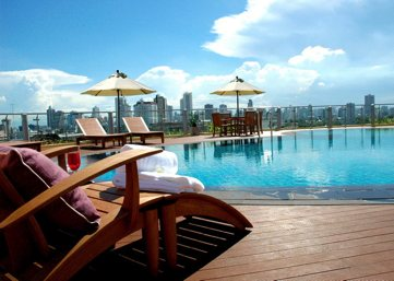 Swimming Pool 2 3-Bedroom Apartment 300 Sq.m. Seven Place Executive Residence