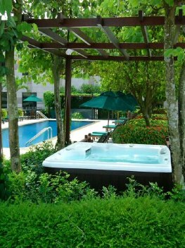 Jacuzzi 2-Bedroom Apartment  Sq.ft. Lanson Place Winsland Serviced Residences (Pet Friendly)