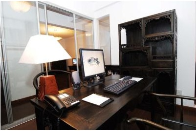Desk 3-Bedroom Apartment 140 Sq.m. Hankar Serviced Apartment