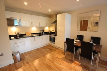 Serviced Apartments Ref: Lantern`s Court Serviced Apartments