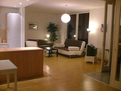 Modern comfortable and very central 2-Room -Apaertment with fully equipped kitchen, Bath tub and extra shower,terrace lift! This  two-bedroom serviced apartment is 130 sq.m ,  and can sleep 3 people m