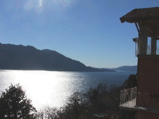 The Residence has a splendid view on the lake. The building has been renewed respecting the traditional architecture in order to guarantee the maximum comfort to the customers. This  two-bedroom servi