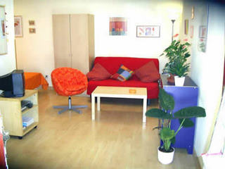 Modern, recently renovated, private studio 35 square meters in Madrid's trendiest area, ideal for a maximum of 4 people. It is a couple of steps away from pleasant Dos de Mayo square, full of bars w