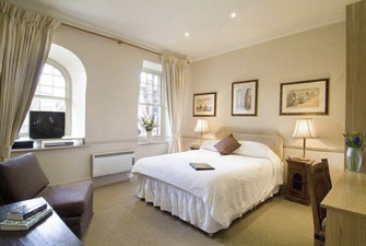 These London serviced apartments are unique serviced apartment building offering 8 studio apartments and a one bedroom apartment. Our serviced apartments offer attractive financial savings, increased