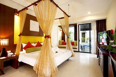 These Phuket villa offer one of the kind service - all rooms can directly access to a pool and room services serve by boat!! This is ultimate relaxing for your holiday. This  studio serviced apartment