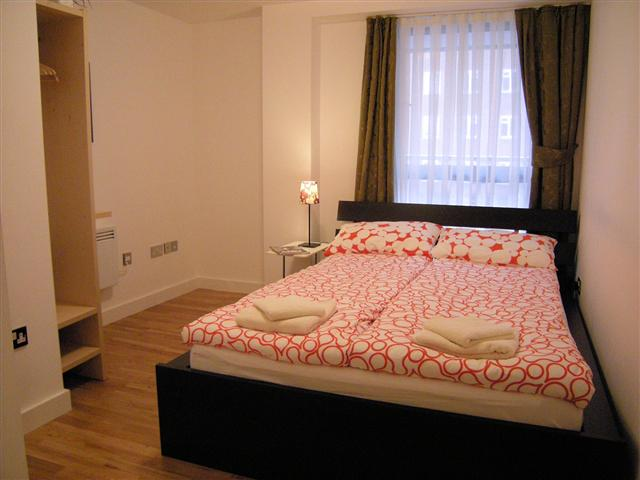 Room 3 2-Bedroom Apartment 69 Sq.m. Regents Park Two B Apartments AA