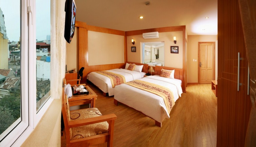 Located in the heart of Hanoi Old Quarter, just few minutes' walk away from Hoan Kiem lake, the newly Asia Pearl Hotel is an intimate Oriental – style, luxury boutique hotel, featuring a magnifice