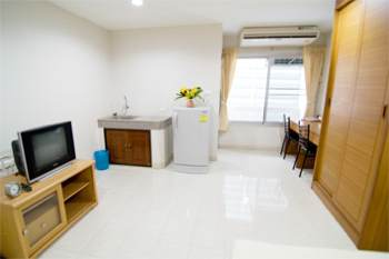 These serviced apartment is on Vipawadeerangsit Rd in Soi 60. The location has an access to Vipawadeerangsit Rd. and Phaholyothin Rd.These bangkok apartment is a five-floor building with 40 rooms and