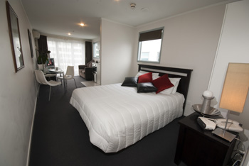 These Bankside Apartments are air-conditioned, fully furnished and equipped studios with a full kitchen, internal laundry, balcony and spacious storage areas.  This  studio serviced apartment is 39 sq