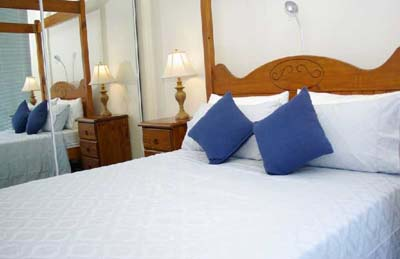 Bedroom with colonial four-poster bed 1-Bedroom Apartment 74 Sq.m. Bayviews at Southbank