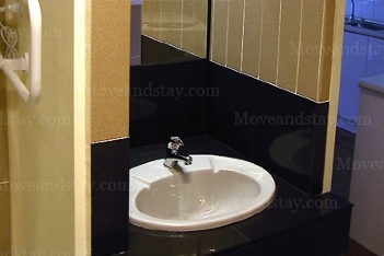 Bathroom 2-Bedroom Apartment 45 Sq.m. Central City Accommodation - Melbourne Western Suburbs (Albanvale)
