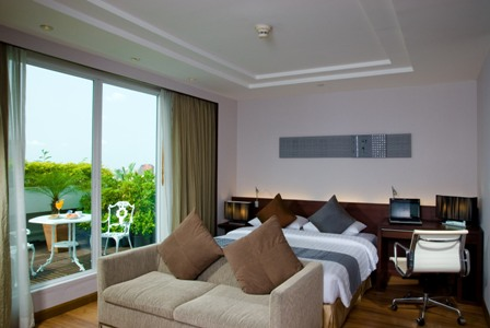 Centre Point Petchburi Serviced Apartments have a modern construction and facades. It is truly a boutique serviced accommodation that offers world class facilities but you will not have to pay any hef