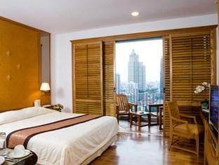 Centre Point Wireless Road Hotel & Residence offers world class accommodation facilities in the heart of Bangkok. Each of the short term apartments is fully furnished and comes with high speed interne