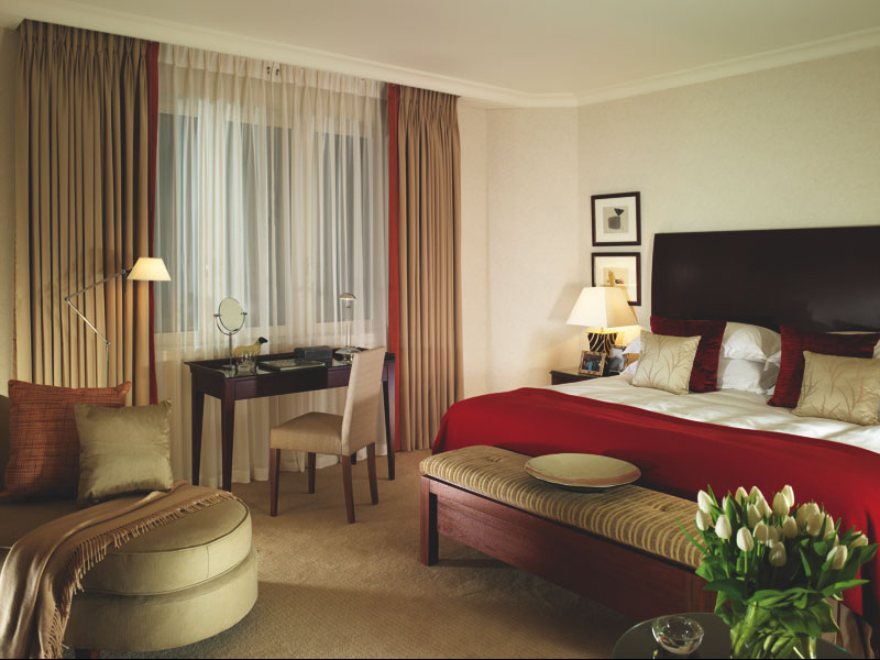 3 bedroom apartment 1700 sqm cheval gloucester park apartments london united kingdom for Three bedroom apartments london