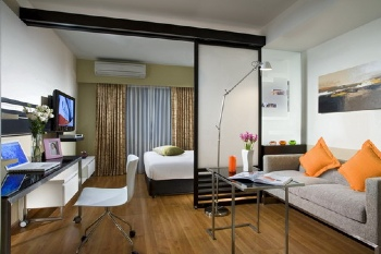 Citadines Sukhumvit 8 offers the 130 apartments offers well-planned modern spaciousness and stylish comfort from studio to the two-bedroom deluxe layout. Vibrant colours and bold interiors emphasize t