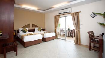 We provide you with the fabulous idea of contemporary style of the room surrounded by the fascinate atmosphere of garden and stunning swimming pool that you waiting for indulge yourself with the lifes
