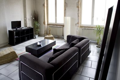The apartment is located in an old and well renovated building. Sunny, and quiet. 2nd floor without lift. This  one-bedroom serviced apartment is 67 sq.m ,  and can sleep 2 people maximum.  The apartm