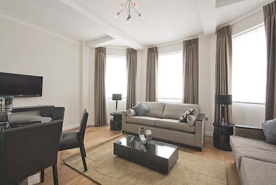 Overlooking the famous Italian Gardens of Hyde Park, the apartments enjoy a delightful and extremely convenient location within easy reach of the shops of Oxford Street, the theatres of the West End a