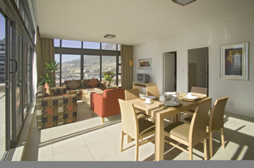 Fountain Suites are located in the heart of Cape Town and offers great serviced accommodation for business and leisure travelers. The apartment hotel offers luxurious stays with swimming pools, sauna,