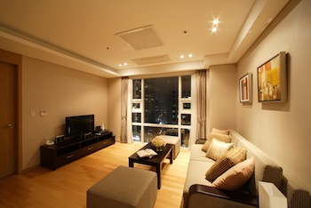 Living Room 2-Bedroom Apartment 85 Sq.m. Fraser Place Central Seoul