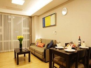 Living Room 2-Bedroom Apartment 72 Sq.m. Fraser Place Central Seoul