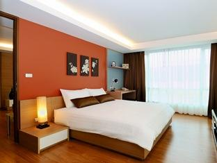 Golden Pearl Residences is a recently developed apartment hotel with great location and comfortable residential facilities. The serviced accommodation is located in a central part of Bangkok and has a