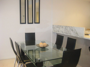 Dining 1-Bedroom Apartment 60 Sq.m. Grand Harbour Accommodation @ Watergate