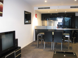 These Melbourne serviced apartments are a residential complex in the Docklands. This  two-bedroom serviced apartment is 85 sq.m ,  and can sleep 4 people maximum.  The apartment has 1 bathroom. The mi