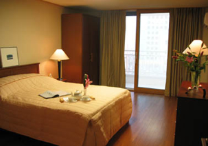 Han Suites look more than serviced residence. Comprising of 120 well equipped and furnished studios, apartments in South Korea impart peaceful and homely feeling to guests.  This  studio serviced apar