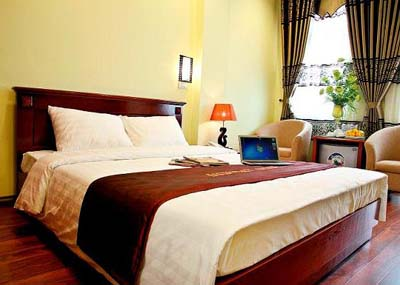 Hanoi New Day Hotel is located in the heart of the capital. It is right at the center of the 1,000 year old part of the city but the apartment hotel itself is new and modern. It has all the facilities
