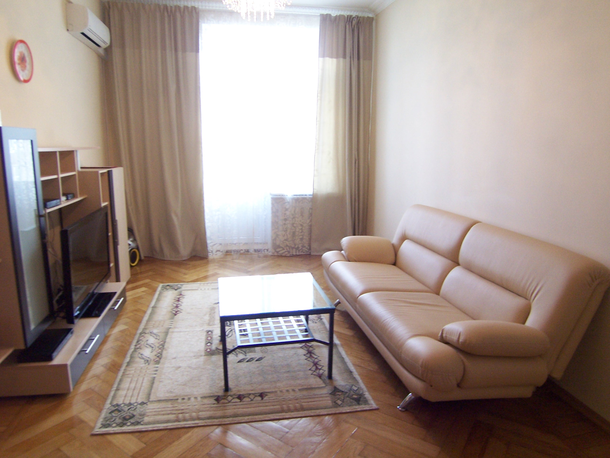 Short-term accommodation in Moscow has numerous advantages comparing to hotel room reservation. It perfectly fits all needs of either a single business person or groups and delegations.  This  two-bed