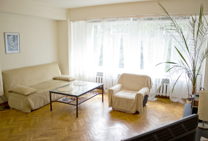 Temporary accommodation in Moscow has numerous advantages comparing to hotel room reservation. It perfectly fits all needs of either a single business person or groups and delegations.  This  one-bedr