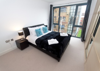 These apartments are easily accessible from City of London, West End and Canary Wharf. These have been renovated recently with latest amenities including striking artwork and parquet flooring. These a