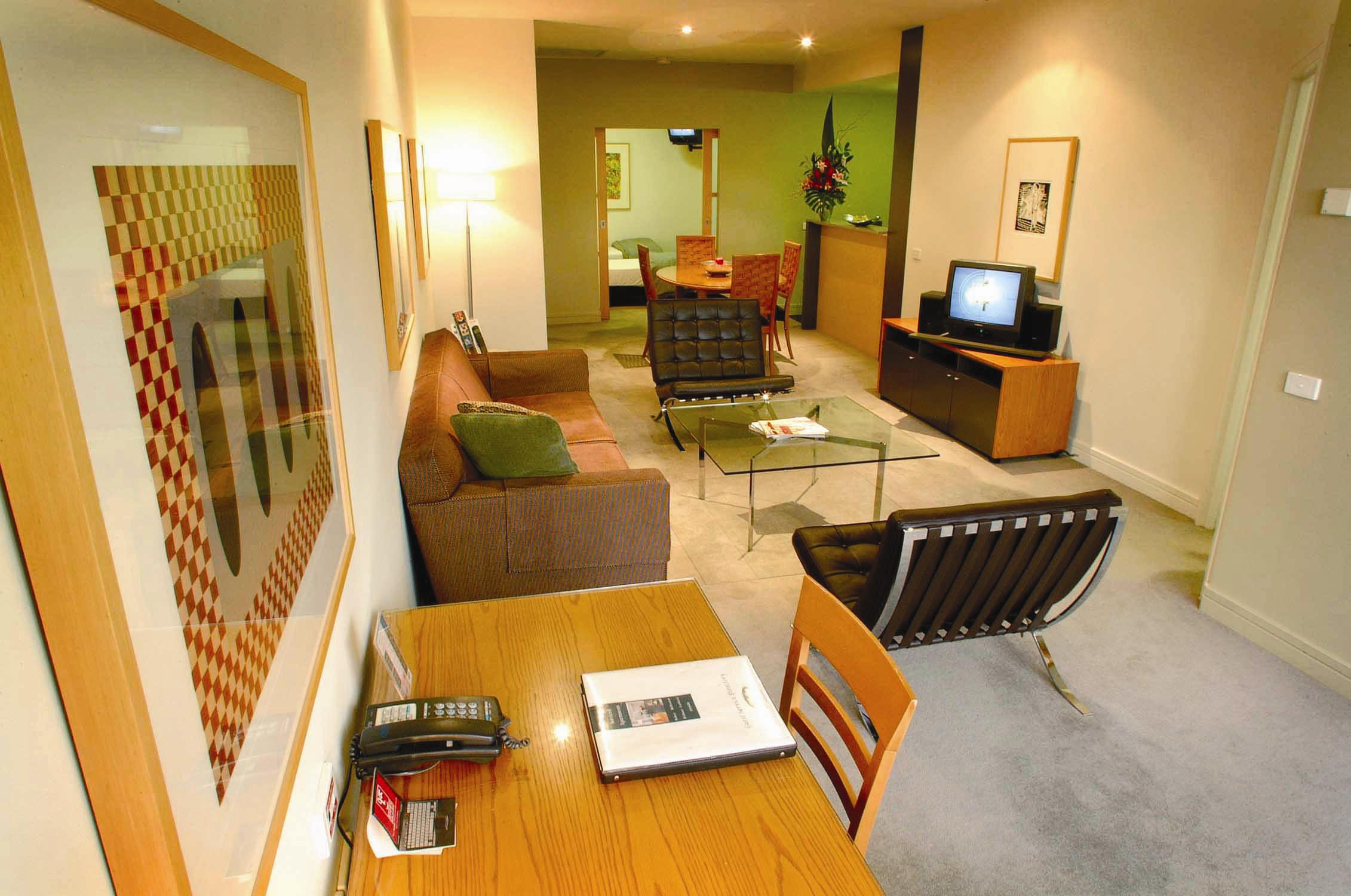 These Melbourne serviced apartments are situated in Melbourne`s CBD, 2 blocks from Bourke Street Mall. The hotel is close to the Art Gallery, Casino, Southbank and the Convention Centre. Queen Victori