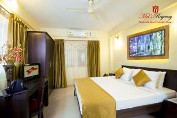 It has 18 rooms with all the luxurious and lavish facilities that you will find in a 3-star hotel. Every room is well equipped with TV, non smoking rooms, desk, and shower for every guest. You will al