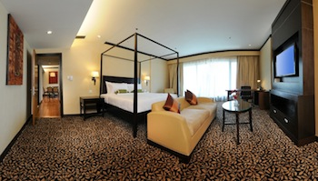 The MiCasa All Suite Hotel is a 242 – all suite urban resort, renowned for its intimate ambience within a tropical oasis. Choices of suites range from one to three bedrooms of luxurious furnishings,