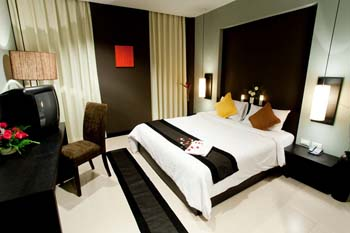Miramar Hotel is a well-established boutique hotel which offers the culture of this place to visitors. It has a peaceful environment and traditional Thai atmosphere with modern facilities.	    This  s