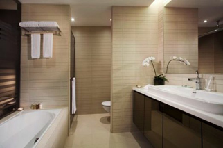 Bathroom 2-Bedroom Apartment 157 Sq.m. Pan Pacific Serviced Suites Orchard, Singapore
