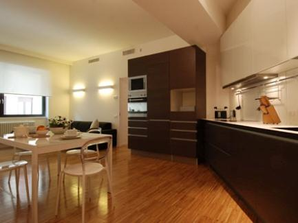 This charming apartment of 90 square meters, sleeping up to 4 people, is located on the first floor of a newly constructed building (2012) with lift in the heart of Milan, a few steps from the Duomo,