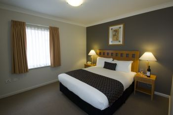 These luxury serviced apartments have been completed in 1999 and won the prestigious Mounts Bay Village Winner prize, delivered by Western Australian and Australian Tourism Award 2000 for Superior Acc