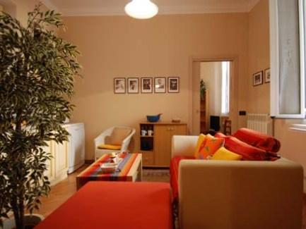 The apartment has two independent entrances and comprises a modern day area with a couch, a pouf turning into a single bed and a hideaway kitchen corner with dishwasher and microwave oven. This  two-b
