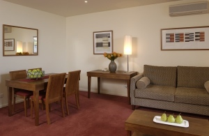 These Melbourne serviced apartments have a range of one, two and three bedroom apartments as well as hotel rooms. The complex surrounds a central courtyard, complete with a landscaped garden and heate