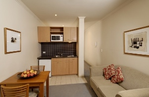 Surrounded by restaurants, cafes, boutiques, department stores and Melbourne funky laneways. This property offers you the complete Melbourne City Experience on your doorstep. This  studio serviced apa