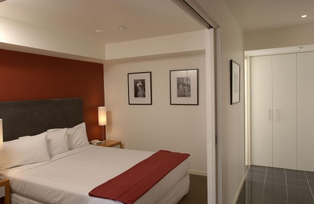 Punthill Little Bourke is located right in the heart of Melbourne's historic Chinatown. Although it is located in an old area, the apartment hotel itself is quite new and well furnished. It offers l